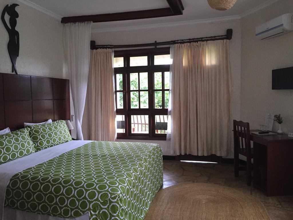 Arusha Planet Lodge double bed
